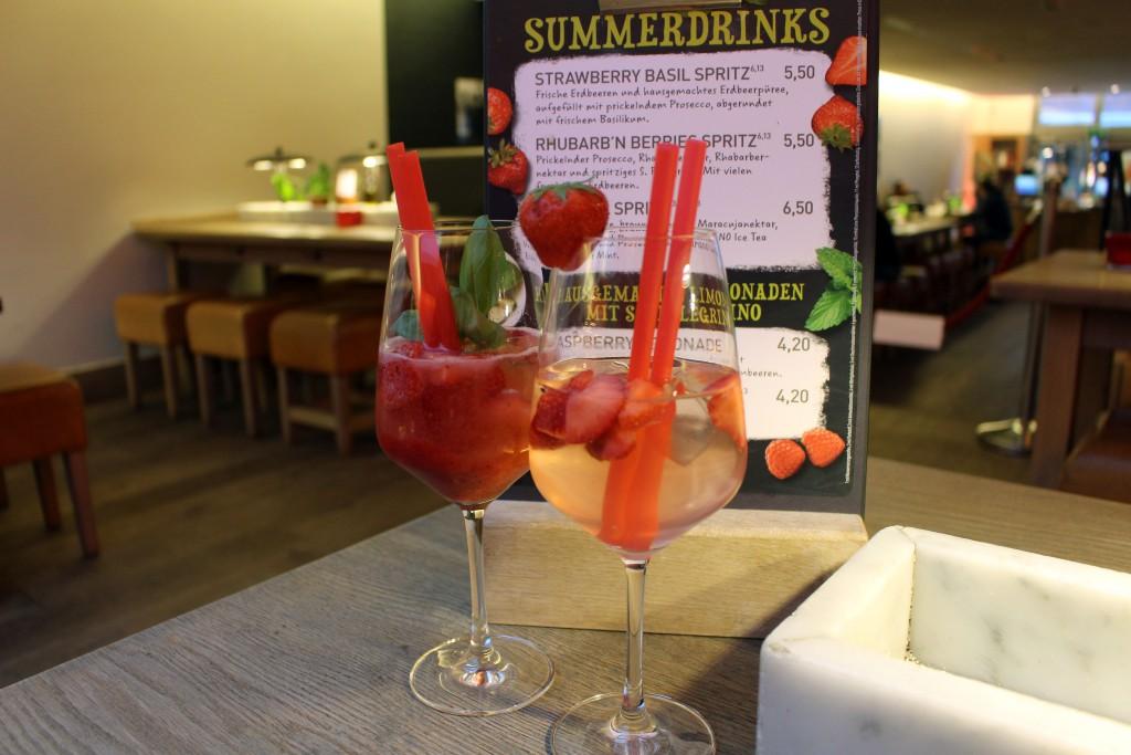 Vapiano, Summerdrinks, 2016, Spritz, Strawberry Basil, Rhubarb Berries, Rhabarber, Erdbeere, Prosecco